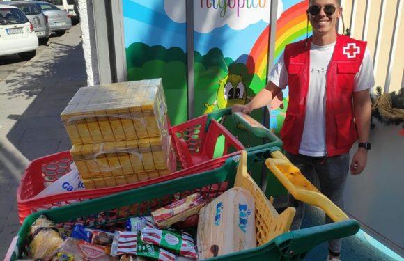 Entrega de alimentos para la Cruz Roja